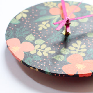 How to Make a Clock Covered with Wrapping Paper