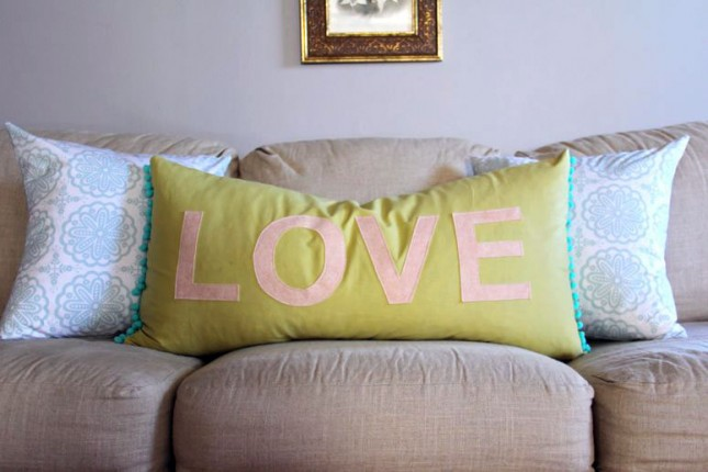 Felt message pillow