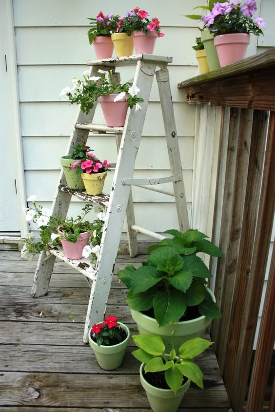 Ladder potting station