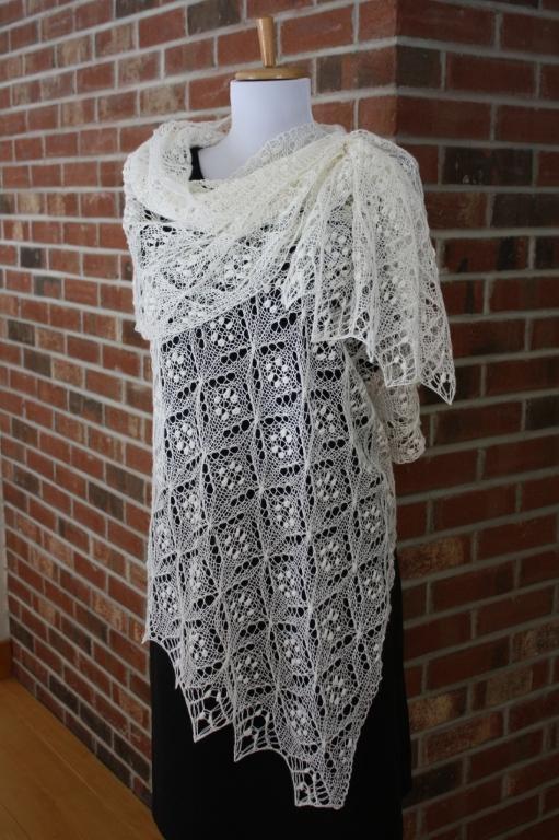 Quatrefoil lace scarf