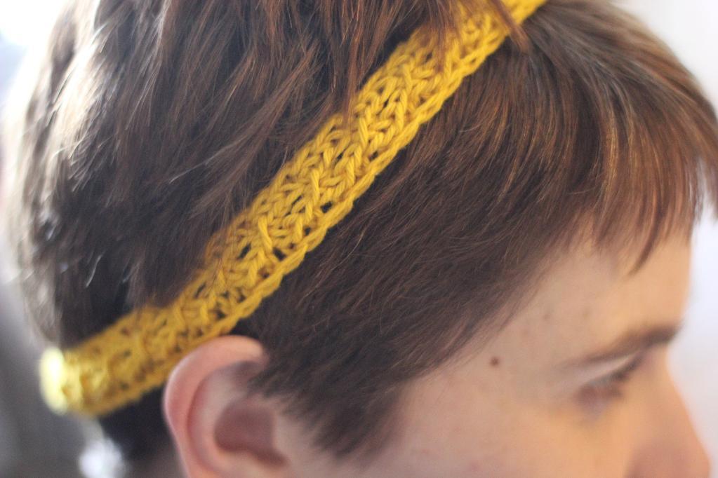Simple edged headband