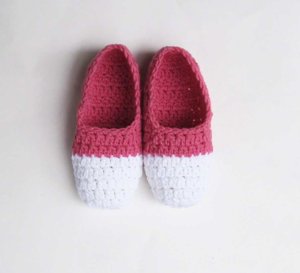 basic two tone slippers
