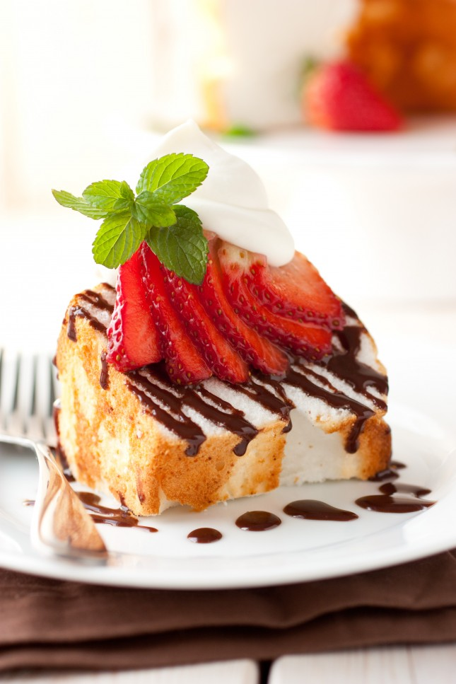 Angel food cake with Nutella drizzle and mascarpone cream