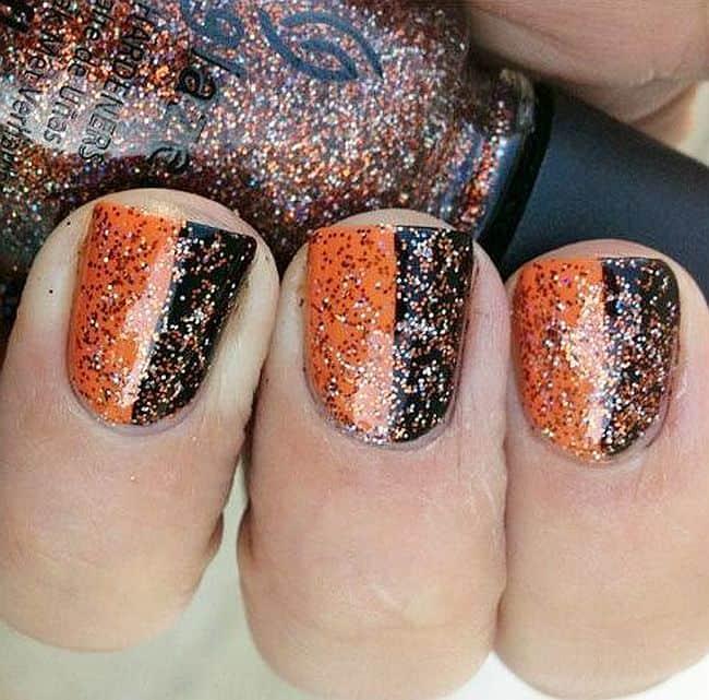 Glitter and vertical stripes Manicure idea
