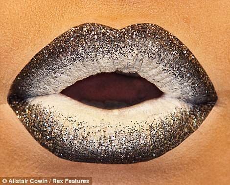 Glitter edge lips