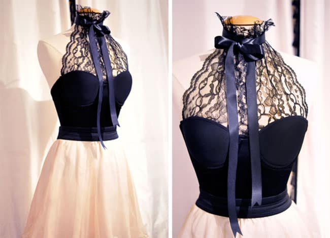 Plan bustier to high lace collar