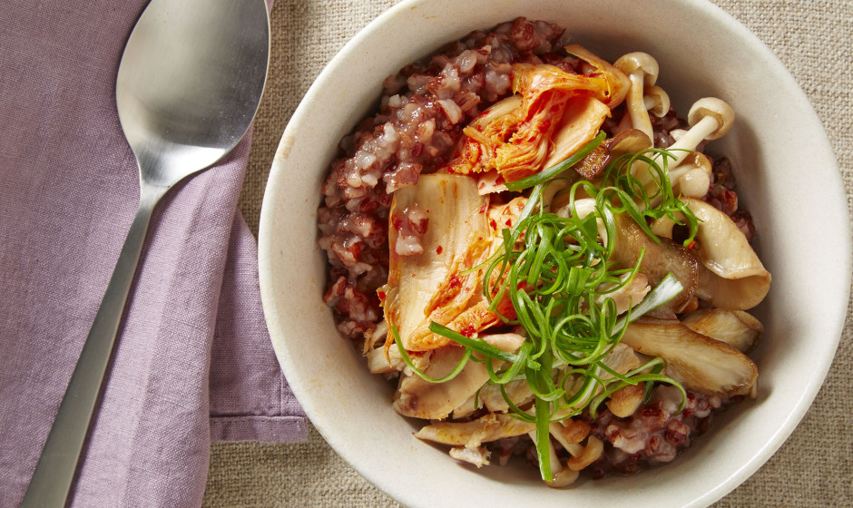 Red rice congee with chicken, kimchi, and mushrooms