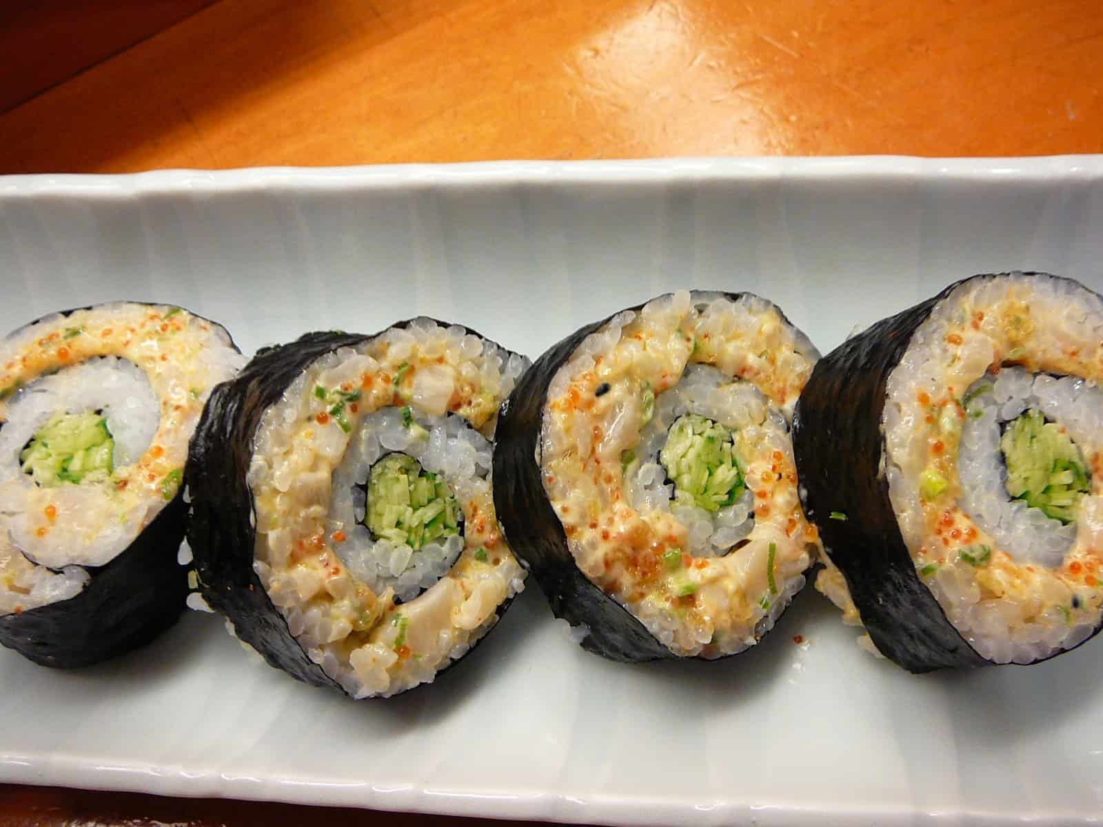 Spicy scallops sushi roll