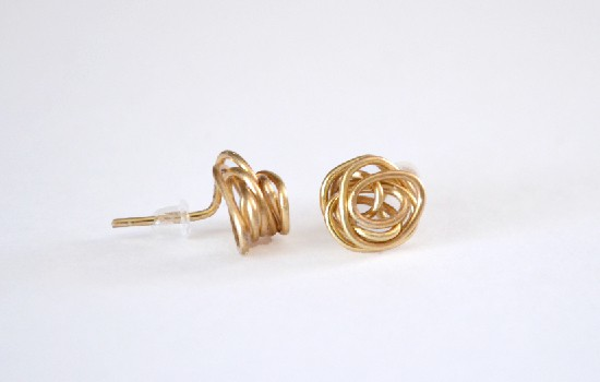 Wire knot studs