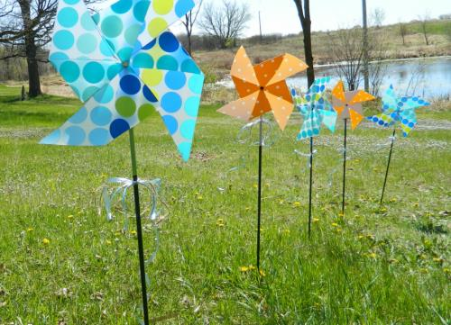 Outdoor pinwheel
