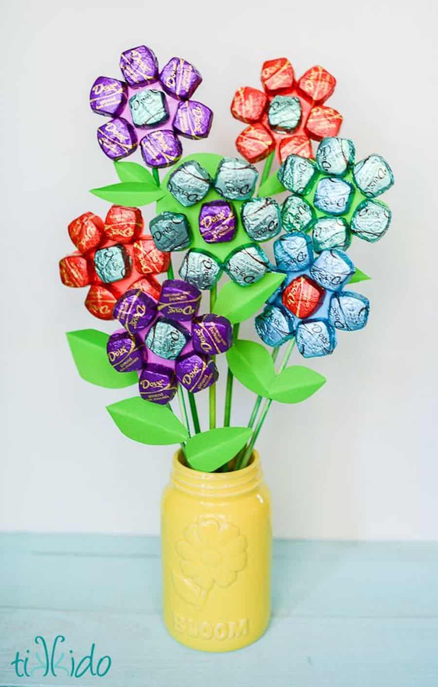 Tasty treats 10 delicious candy crafts view in gallery delightful candy flowers izmirmasajfo Choice Image