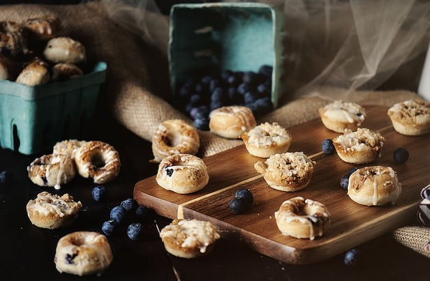 Mini blueberry streusl donuts
