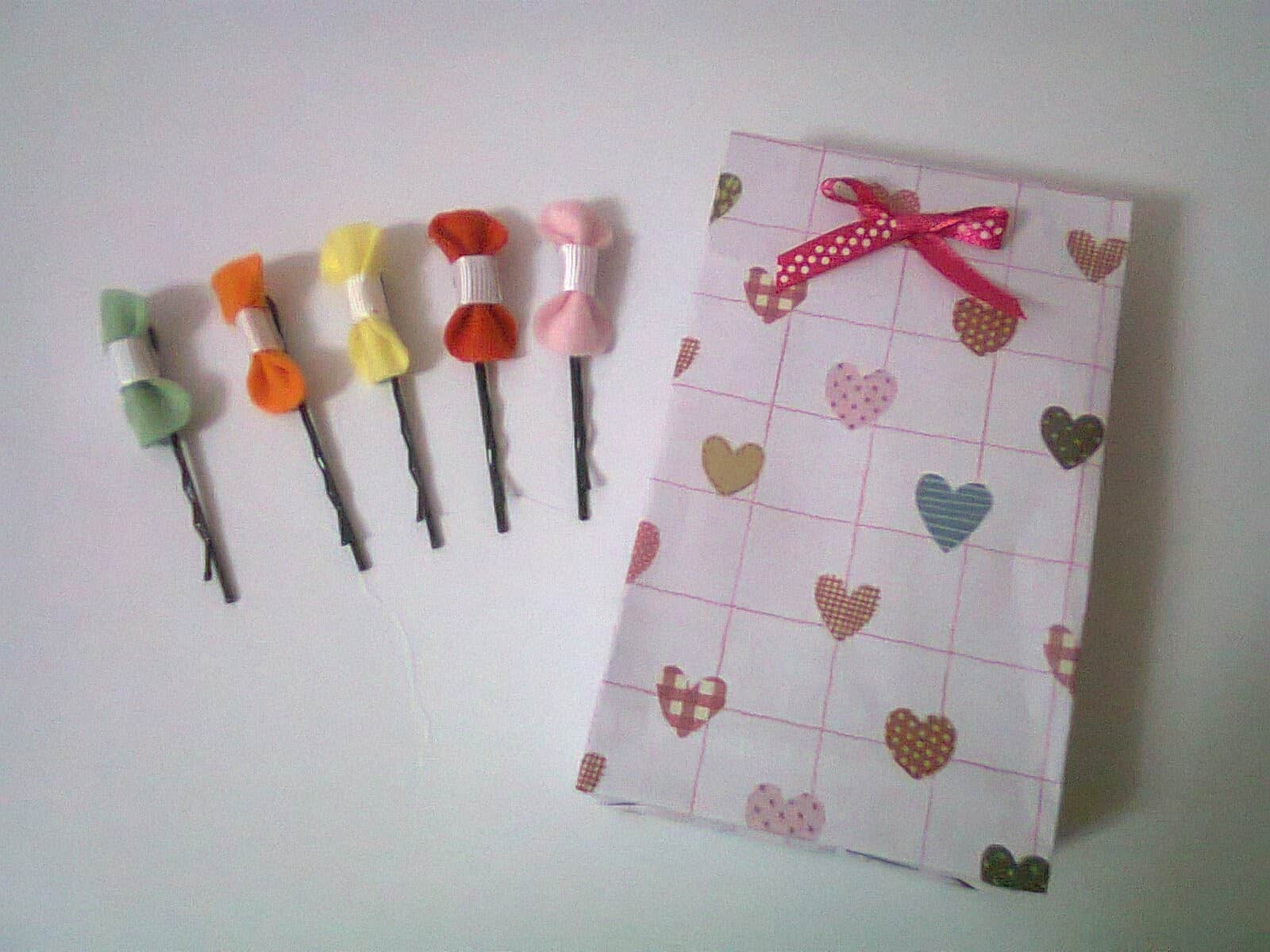 Tiny bow bobby pins