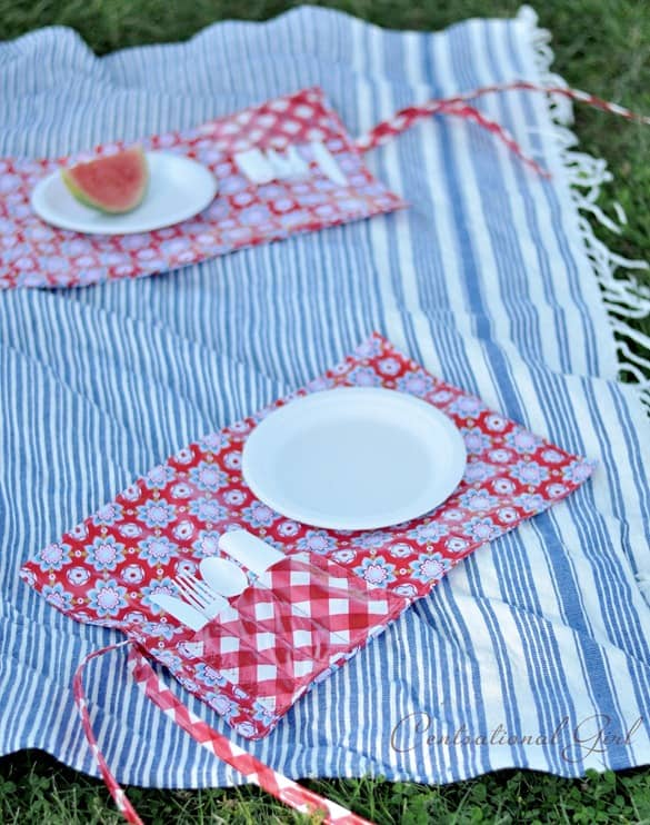 picnic-pocket-placemat-on-blanket-cg