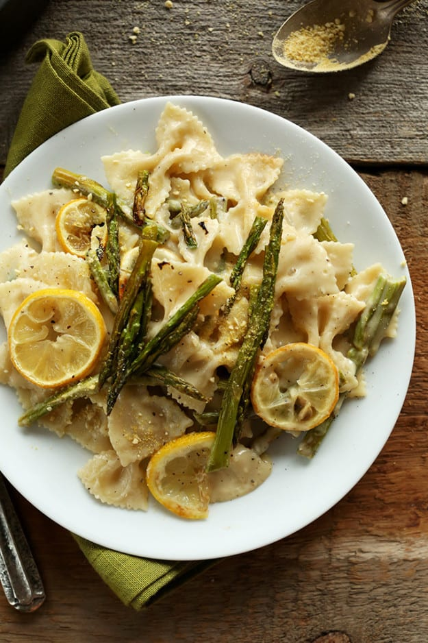 Creamy vegan lemon and asparagus pasta