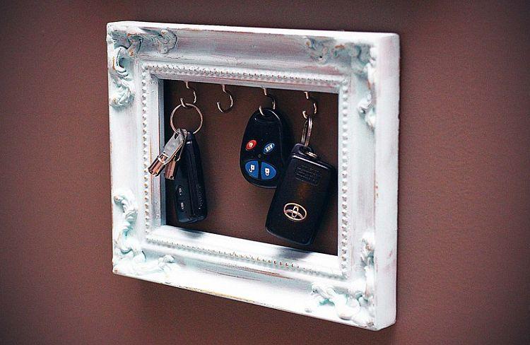 DIY Vintage frame key rack