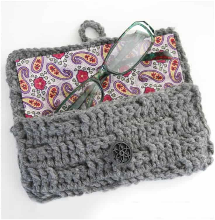 Buttoning crochet case