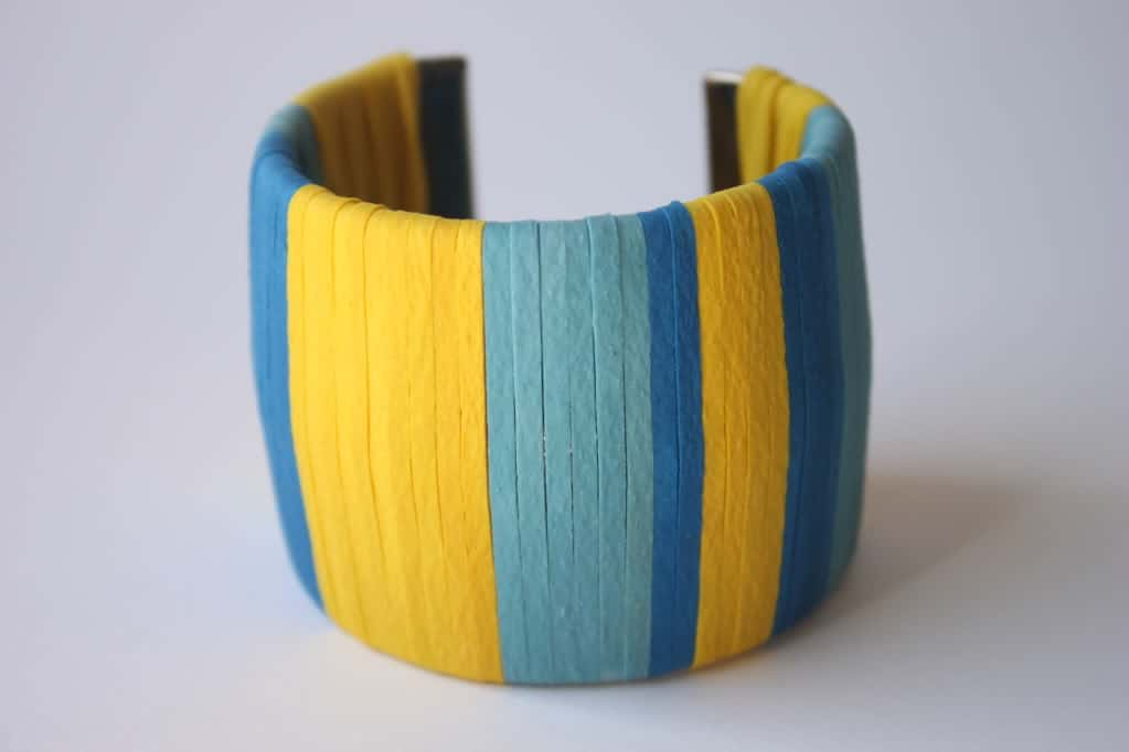 Colour blocked rubber band wrist cuff