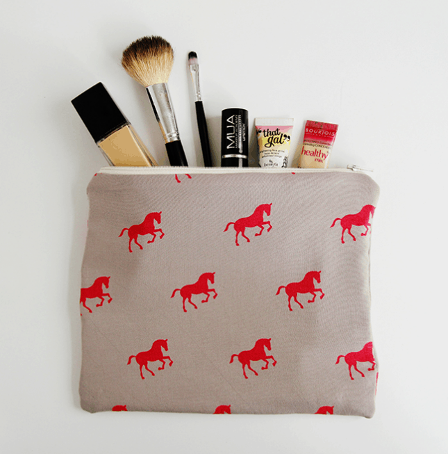 Easy-packing flat zipper pouch