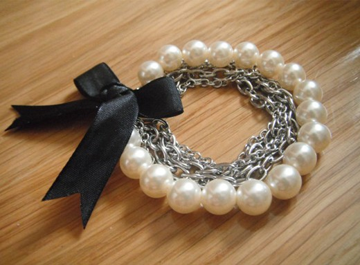 Fine chains and pearls with ribbon