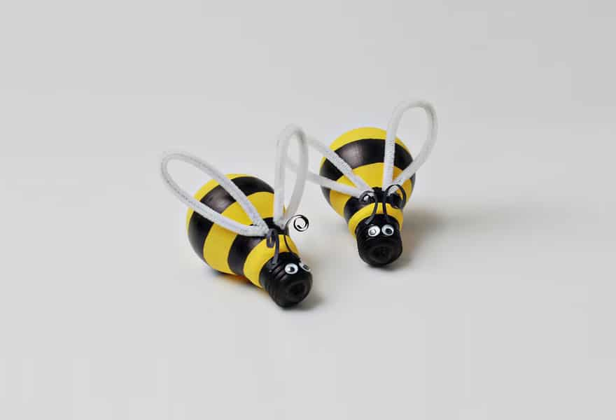 LIght bulb bumblebees