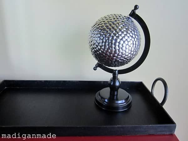 Metallic thumb tack desk globe