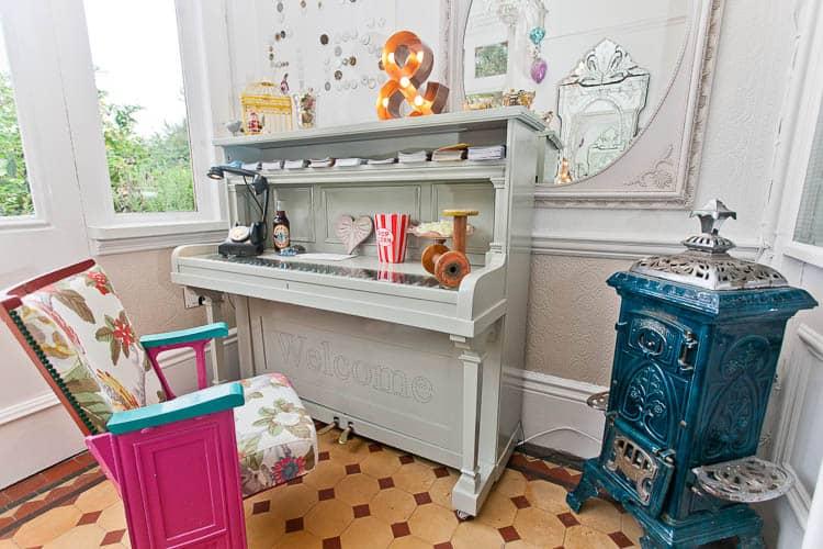 Piano front desk