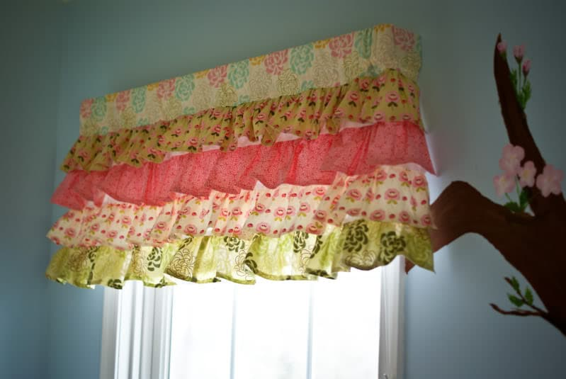 beautiful and unique diy window valance designs. Black Bedroom Furniture Sets. Home Design Ideas