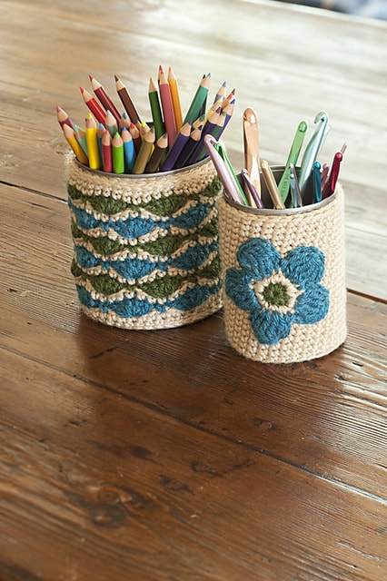 Crochet pencil cups