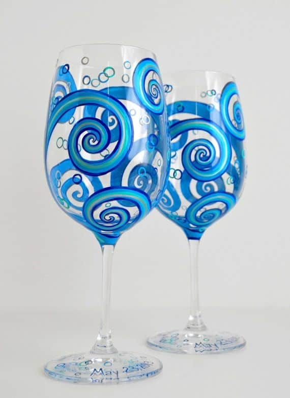 15 painted wine glass designs for Simple glass painting pictures