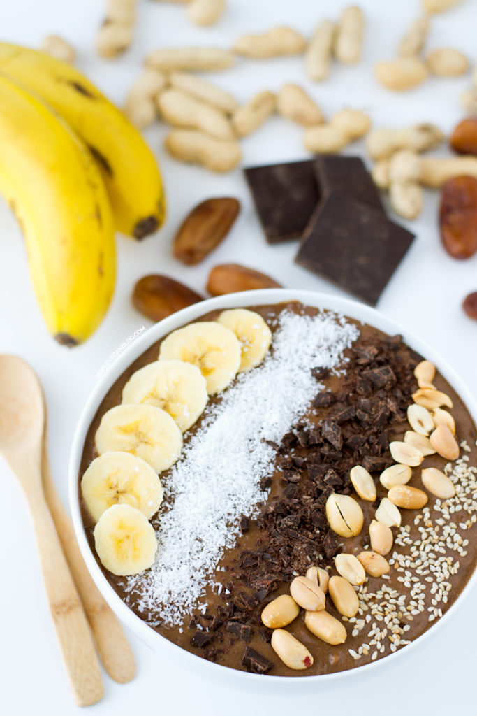 Chocolate-peanut-butter-smoothie-bowl
