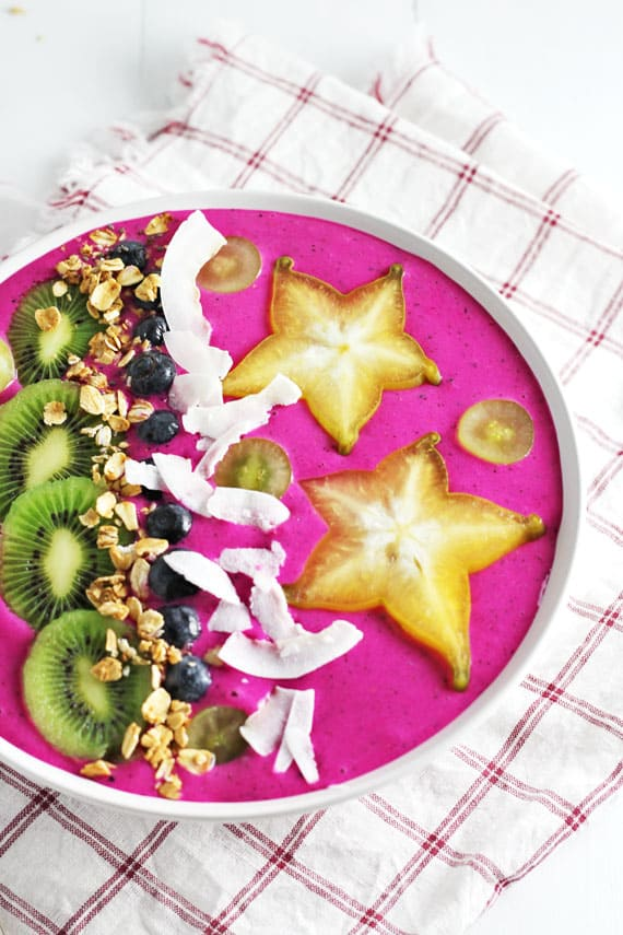 dragon fruit smoothie bowl