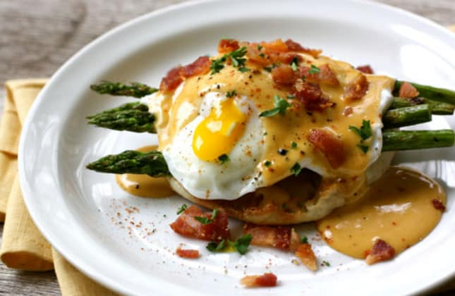 bbq-hollandaise-sauce-and-asparagus