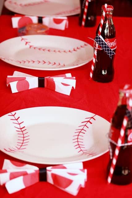 Baseball party plates