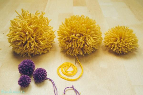 Basic yarn pom poms