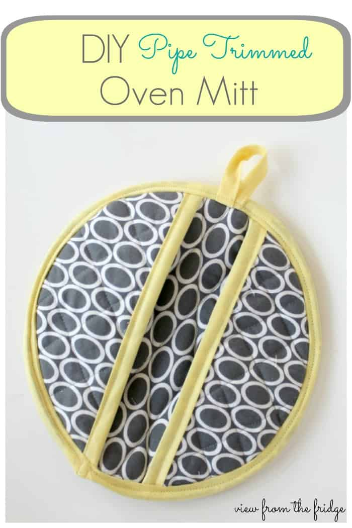 Circular pipe trimmed oven mitt