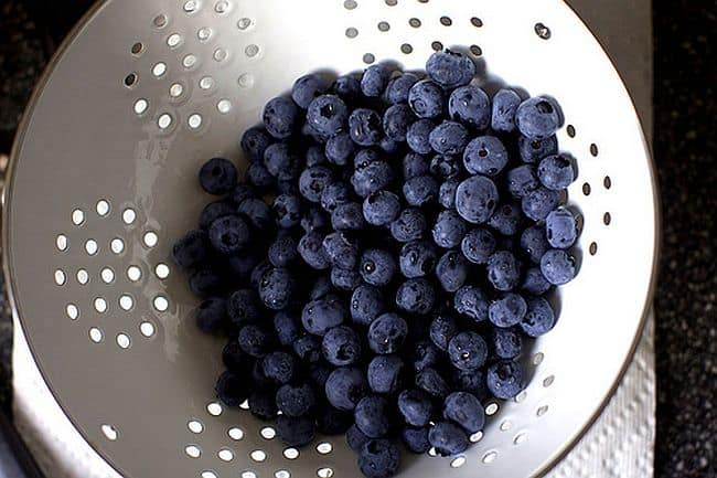 diy-blueberry-facial