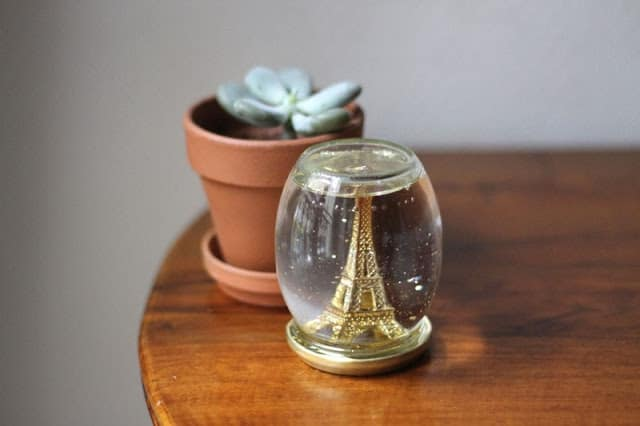 diy-eiffel-tower-snow-globe