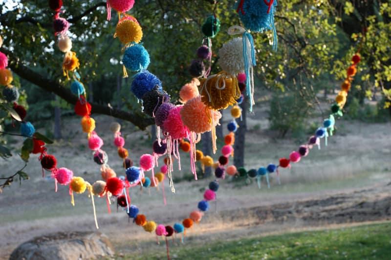 Pom pom party garland