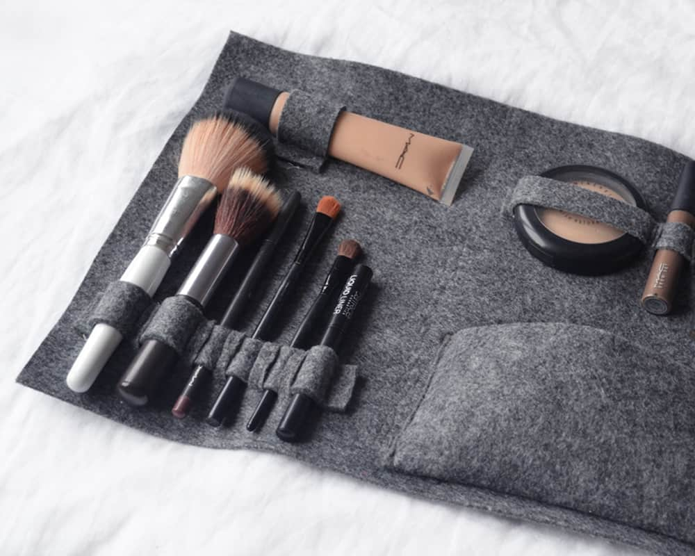 148c33b74a Must Have  DIY Make-Up Bags You Desperately Need