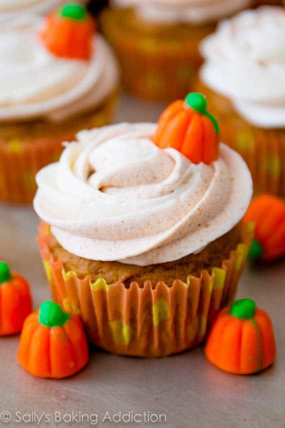 Cinnamon swirl pumpkin cupcakes