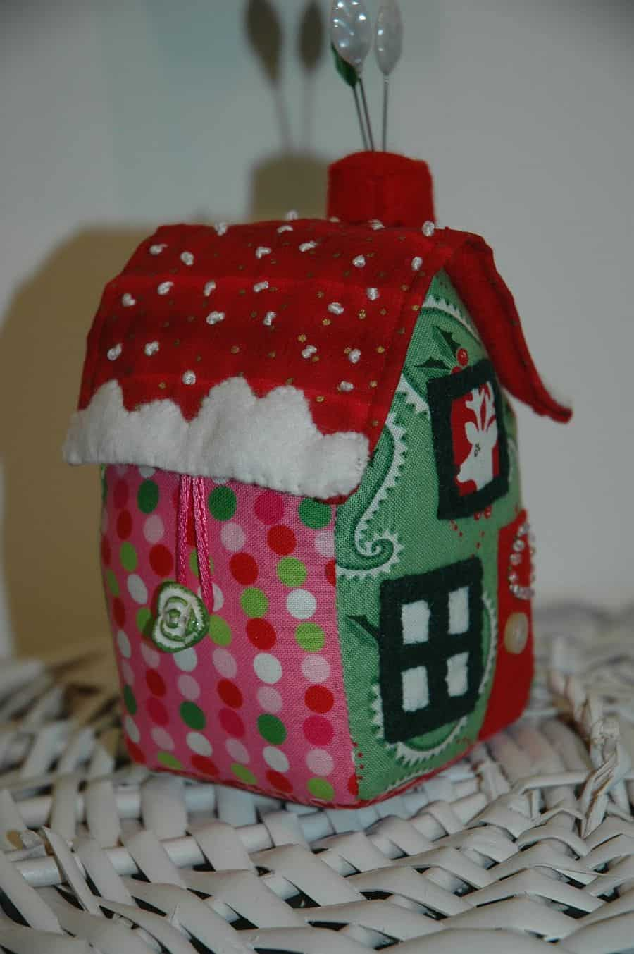 DIY little house pin cushion