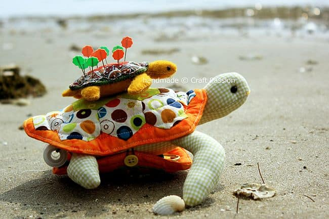 DIY turtle pin cushion and sewing pack