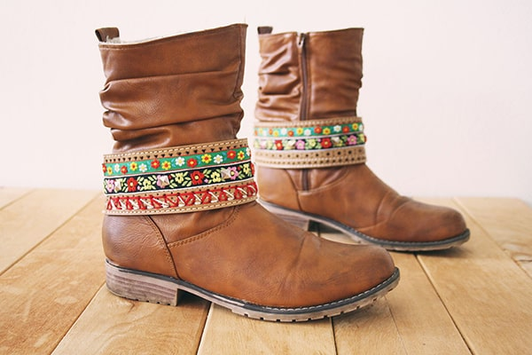 Embroidered boot belt