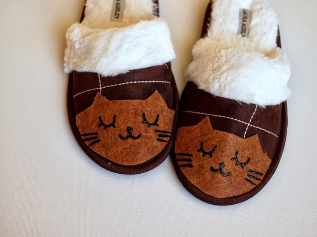 Felt cat slippers