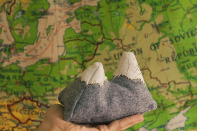 Mountain pin cushion