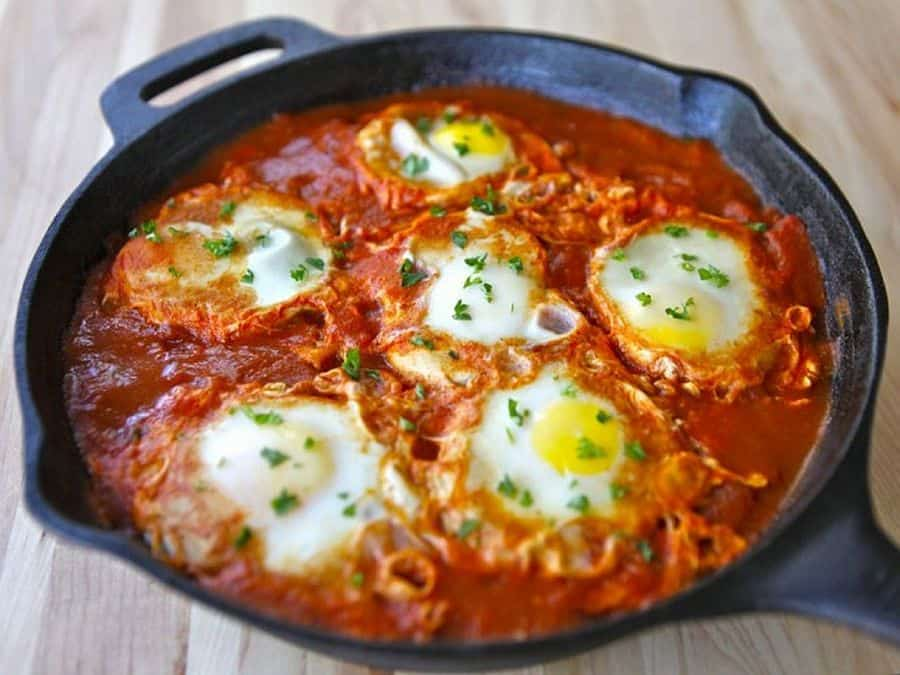 Paprika tomatoes with poached eggs recipe