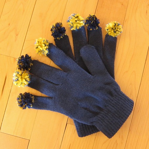 Pom pom finger gloves