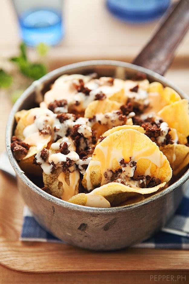 Potato chip nachos with garlic cream