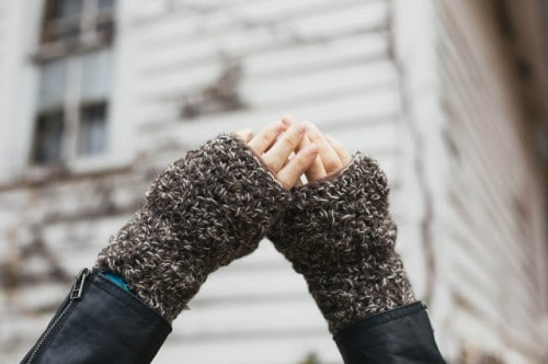 Simple crocheted fingerless mitts